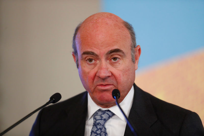 © Reuters. FILE PHOTO:  Vice-President of the European Central Bank Luis de Guindos speaks during an event in Riga