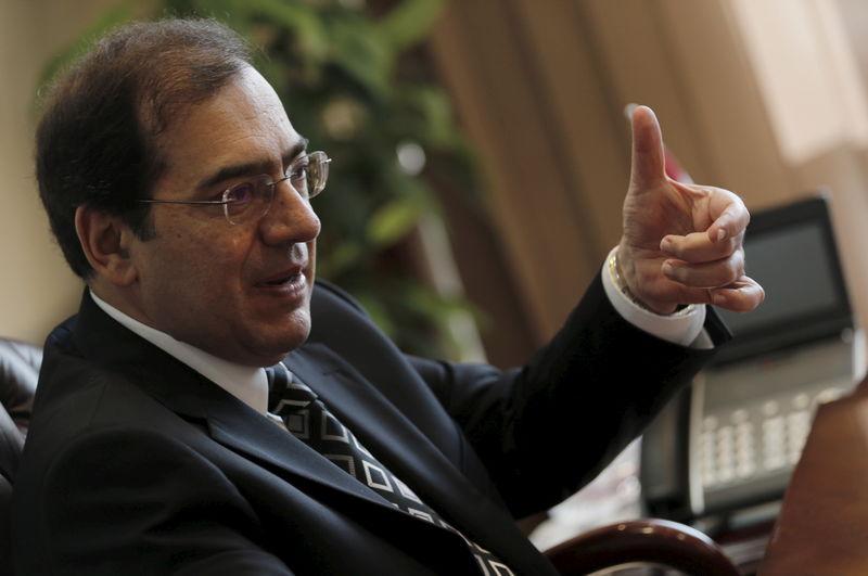 © Reuters. وزير: إنتاج الغاز من حقلي جيزة وفيوم بمصر سيصل إلى 700 مليون ق/م/ي في أبريل