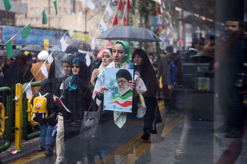 © Reuters. An Iranian woman carries a picture of Iran's Supreme Leader Ayatollah Ali Khamenei during a ceremony to mark the 40th anniversary of the Islamic Revolution in Tehran