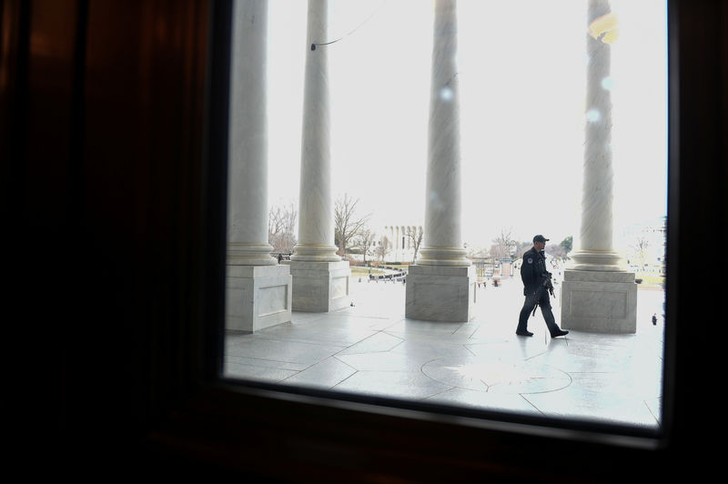 © Reuters. U.S. Capitol police officer patrols the West Front of the U.S. Capitol in Washington
