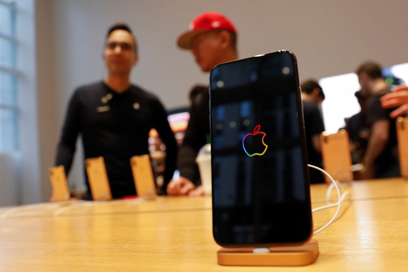 © Reuters. Apple's iPhone sales in China fell 20% in the fourth quarter of 2018.