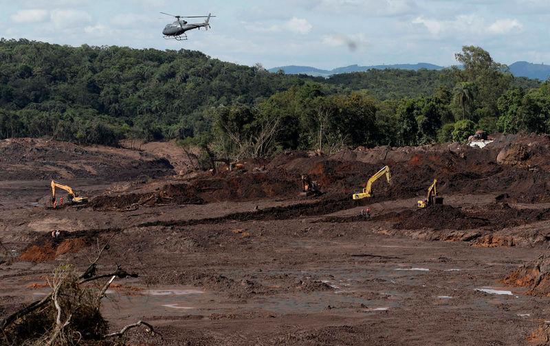 © Reuters. Trabalhos de resgate após rompimento de barragem da Vale em Brumadinho