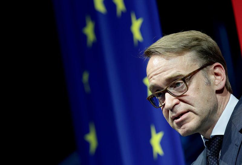 © Reuters. Germany's Bundesbank President Jens Weidmann speaks during an economics conference in Linz
