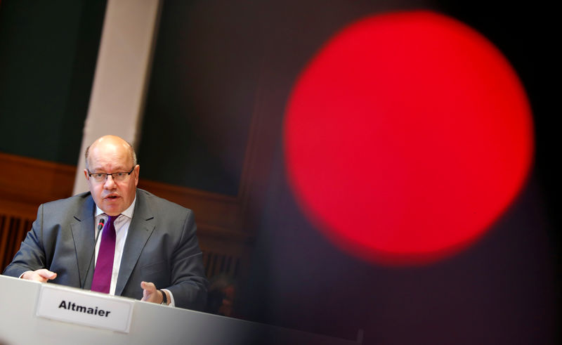 © Reuters. German Economy Minister Peter Altmaier presents the national industry strategy for 2030 during a news conference in Berlin
