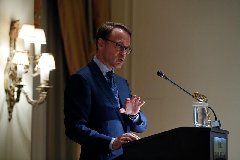 © Reuters. La eurozona aún no es a prueba de crisis y eso amenaza la independencia del BCE, según Weidmann