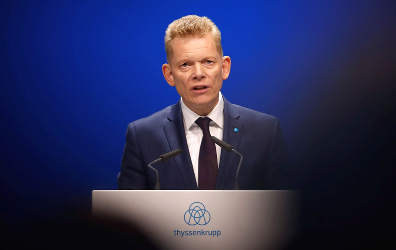 © Reuters. Guido Kerkhoff, CEO of steelmaker Thyssenkrupp AG, speaks during the annual shareholders meeting in Bochum