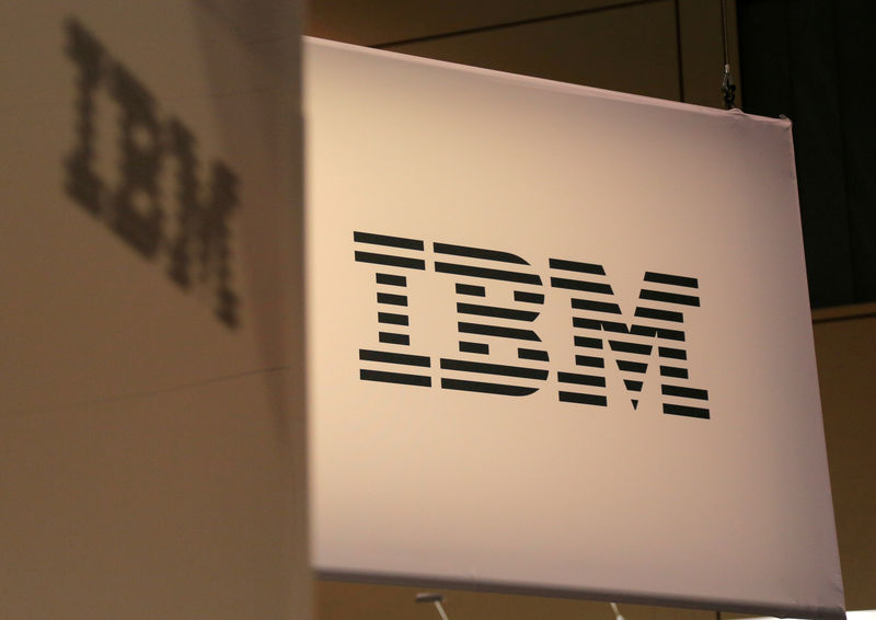 © Reuters. FILE PHOTO: The IBM logo displayed at the SIBOS banking and financial conference in Toronto