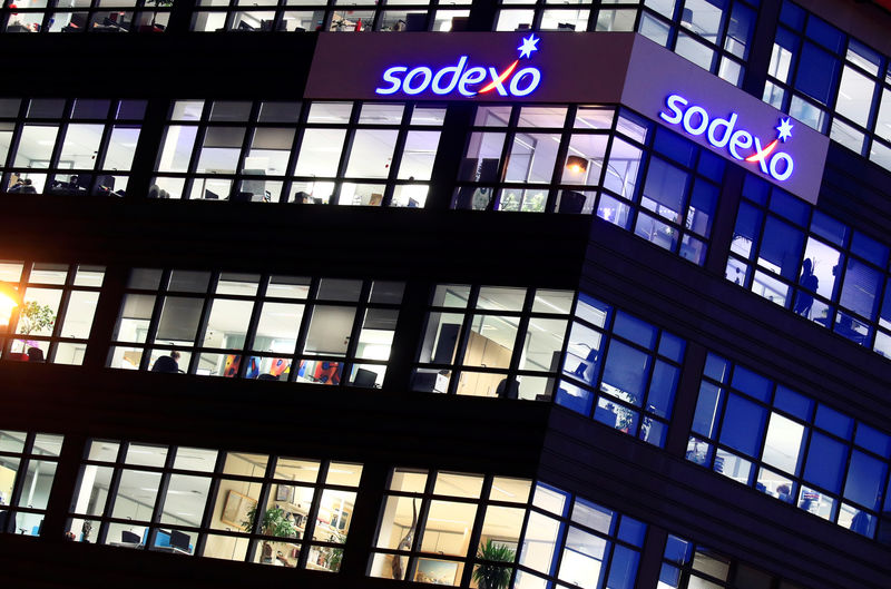 © Reuters. The logo of French food services and facilities management group Sodexo is seen at the company headquarters in Issy-les-Moulineaux near Paris