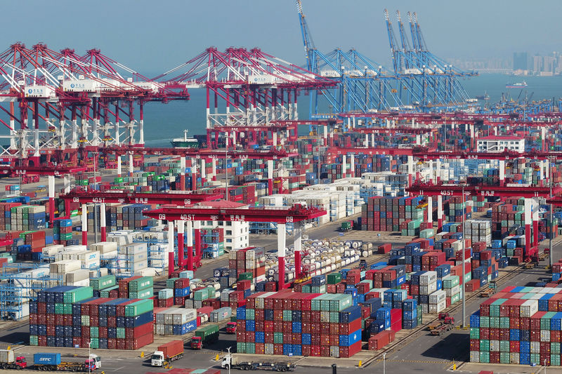 © Reuters. Containers and trucks are seen at a terminal in the Qingdao port in Shandong