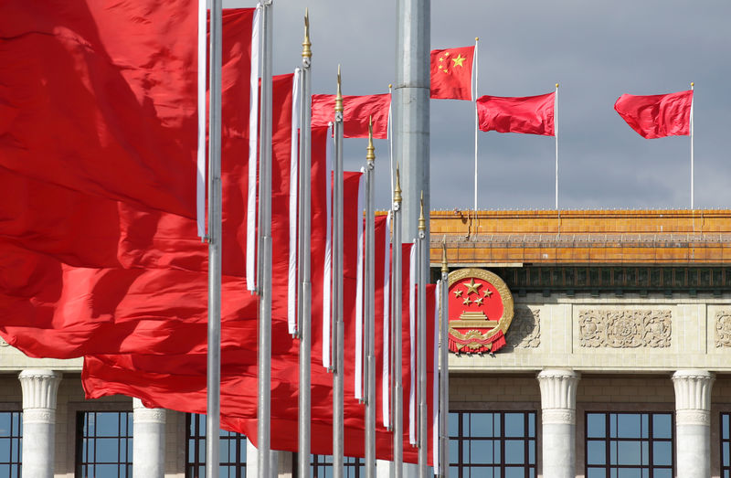 © Reuters. Red flags flutter in front of the Great Hall of the People in Beijing