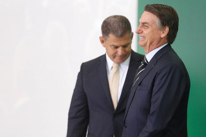 © Reuters. Brazil's new President Jair Bolsonaro attends the handover ceremony for Government Secretary, Gustavo Bebianno at the planalto Palace in Brasilia