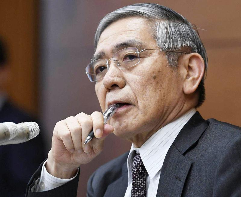 © Reuters. BOJ Governor Kuroda attends a news conference in Tokyo