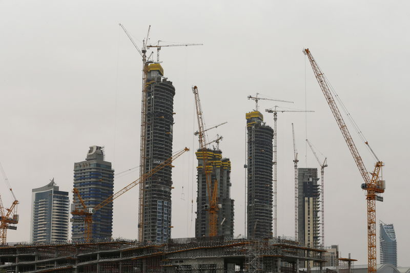 © Reuters. Buildings that are under construction are seen in Dubai