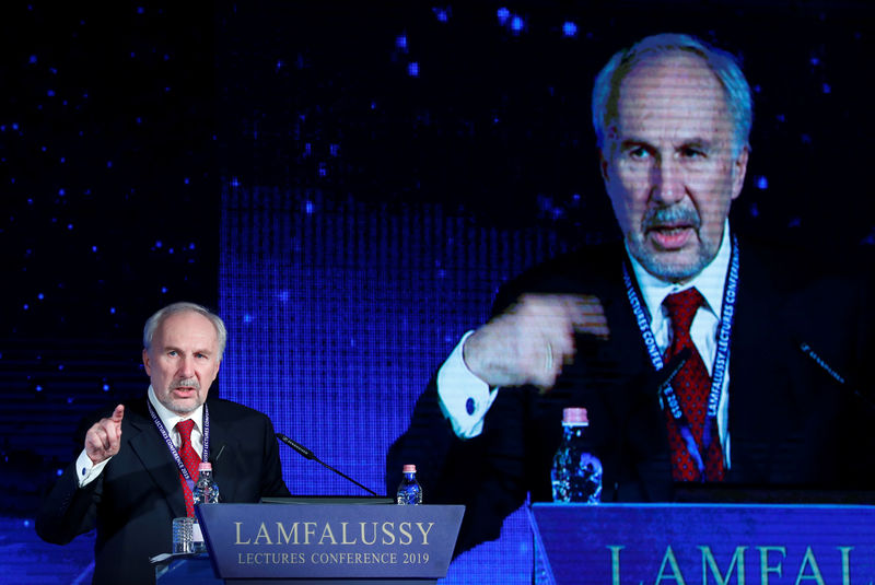© Reuters. Nowotny, Governor of the Oesterreichische Nationalbank delivers a speech during Lamfalussy Lectures Conference in Budapest
