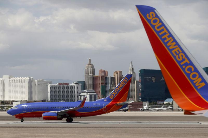 Southwest CEO says mechanics deserve new contract, but company wants 'flexibility'