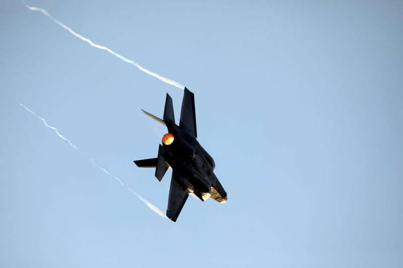 Lockheed expects F-35 flying costs will take time to come down: executive