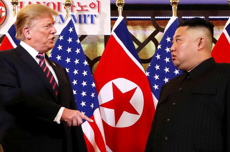 © Reuters. U.S. President Donald Trump meets with North Korean leader Kim Jong Un in Hanoi