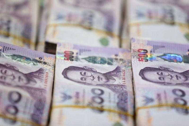 © Reuters. Thai baht notes are seen at a Kasikornbank in Bangkok