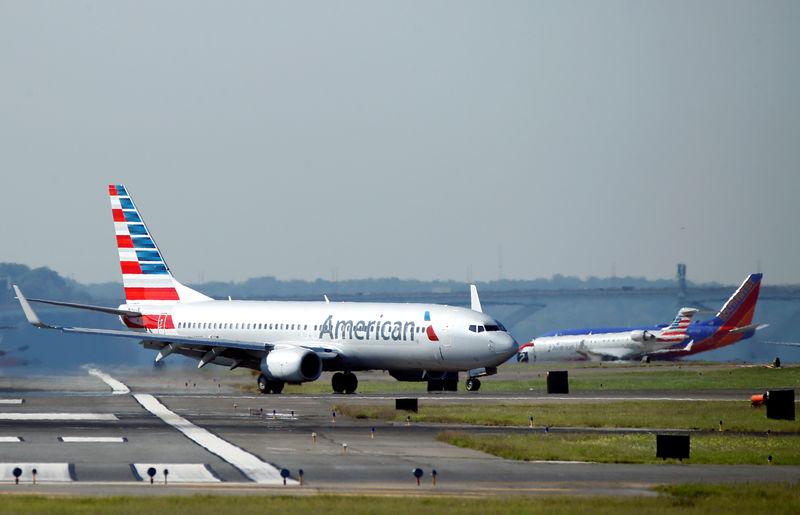 U.S. fines American Airlines, Delta for long tarmac delays