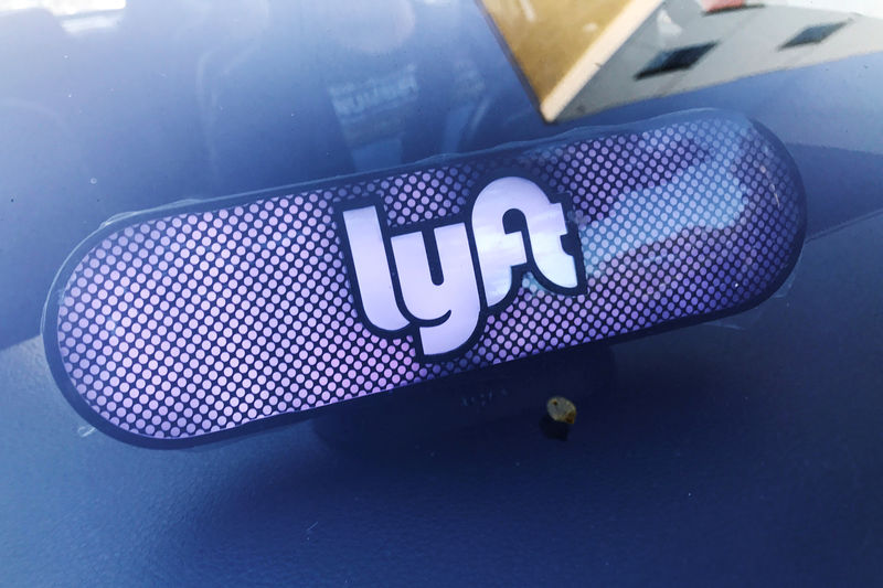 © Reuters. FILE PHOTO: A luminous sign appears in a Lyft car in Los Angeles