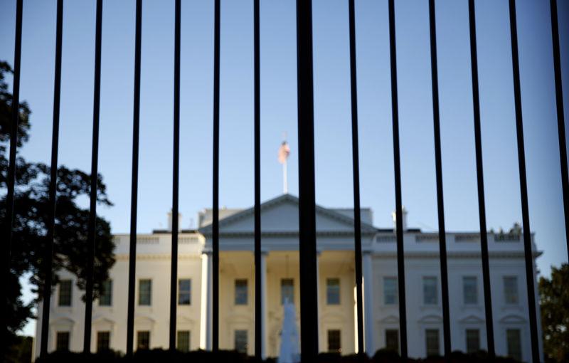 ©路透社。 从北部草坪篱芭外面看见的白宫在华盛顿