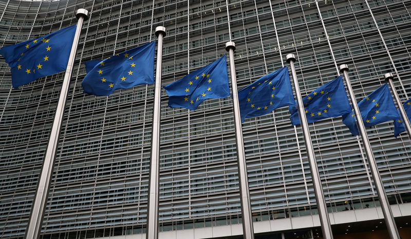© Reuters. FILE PHOTO: EU flags fly outside the European Commission headquarters in Brussels