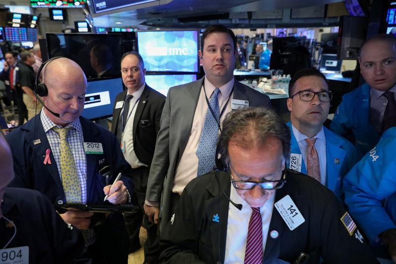 © Reuters. المؤشر إس آند بي500 في بورصة وول ستريت يغلق منخفضا بعد ثلاث جلسات من المكاسب