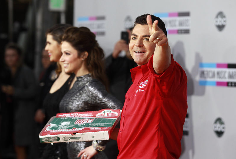 © Reuters. FILE PHOTO:  John Schnatter, founder and CEO of Papa John's Pizza, arrives at the 2011 American Music Awards in Los Angeles