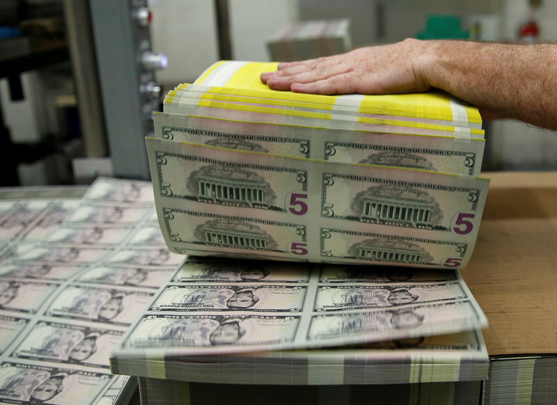 © Reuters. FILE PHOTO: Sheets of Lincoln five dollar bill are fanned out at the Bureau of Engraving and Printing in Washington