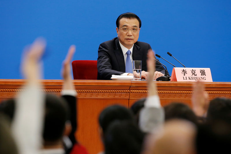 © Reuters. Chinese Premier Li Keqiang attends a news conference following the closing session of the National People's Congress (NPC) at the Great Hall of the People in Beijing