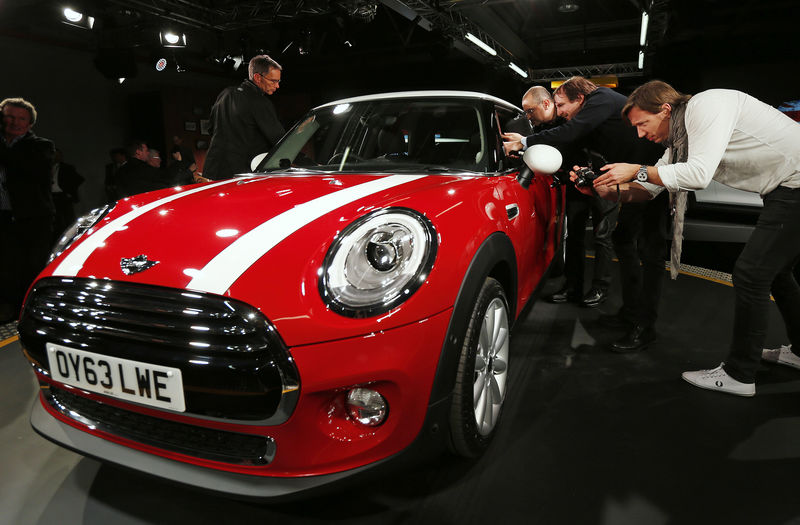 © Reuters. FILE PHOTO - Members of the media and guests view the new Mini at BMW's plant in Oxford, southern England