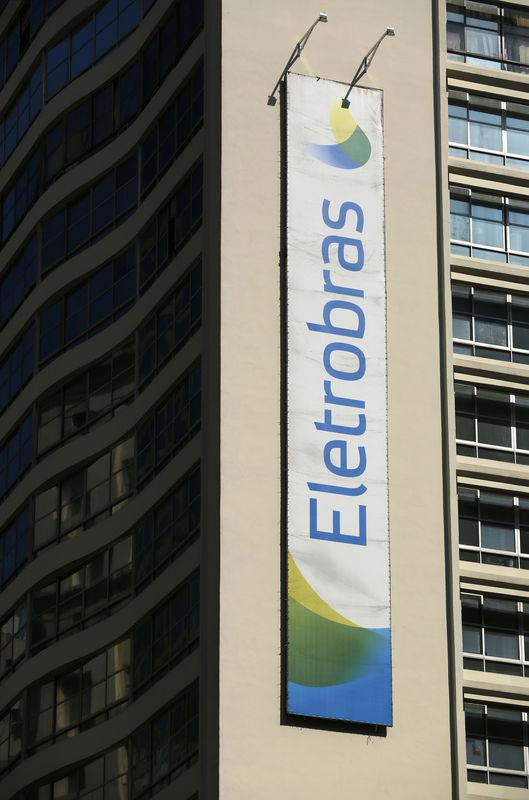 © Reuters. Logo da Eletrobras em prédio no Rio de Janeiro