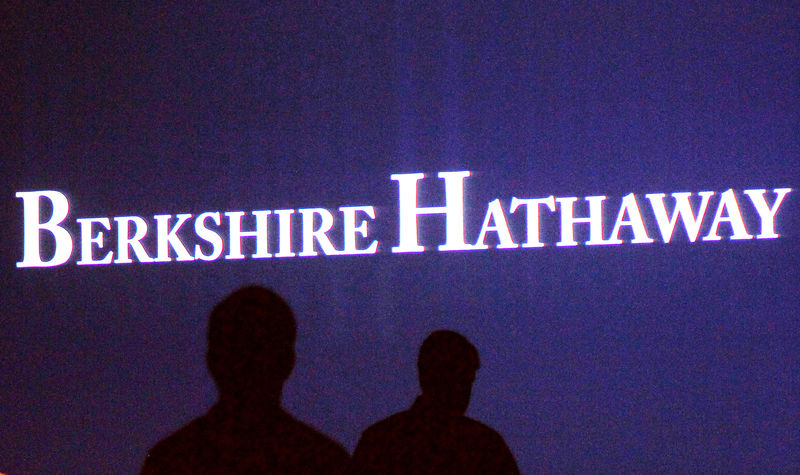© Reuters. File photo of Berkshire Hathaway shareholders walking by a video screen at the company's annual meeting in Omaha