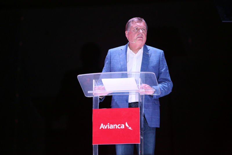 © Reuters. FILE PHOTO - Hernan Rincon, executive president and CEO of AVIANCA Holdings S.A., speaks during a news conference at Monsignor Oscar Arnulfo Romero International Airport in San Luis Talpa