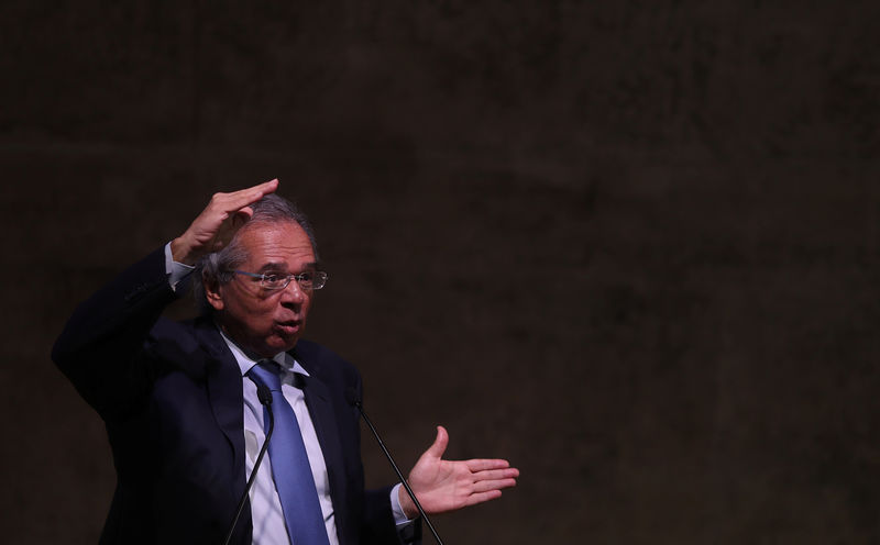 Em Washington, Guedes reclama de tratamento e cobra abertura dos EUA para o Brasil