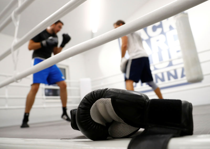 © Reuters. FILE PHOTO: Boxing gloves are seen in the BackYard boxing club in Vienna