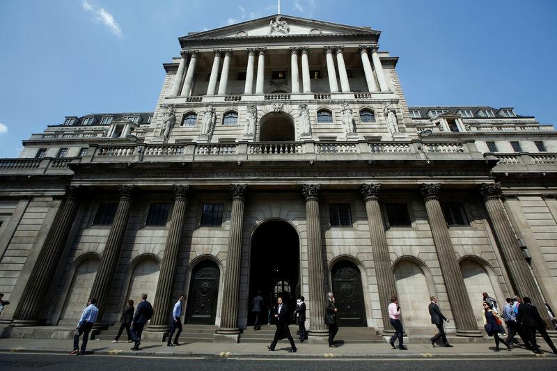 Britische Notenbank hält vor Endspiel um Brexit Füße still