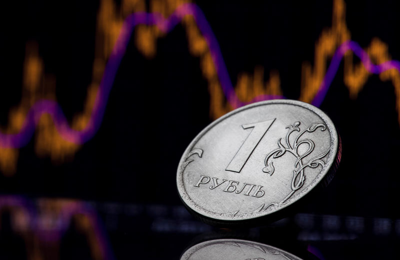 © Reuters. A view shows a Russian one rouble coin in this picture illustration