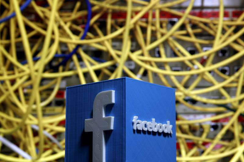 © Reuters. FILE PHOTO: a 3D plastic representation of the Facebook logo appears in front of the cables shown in this illustration in Zenica