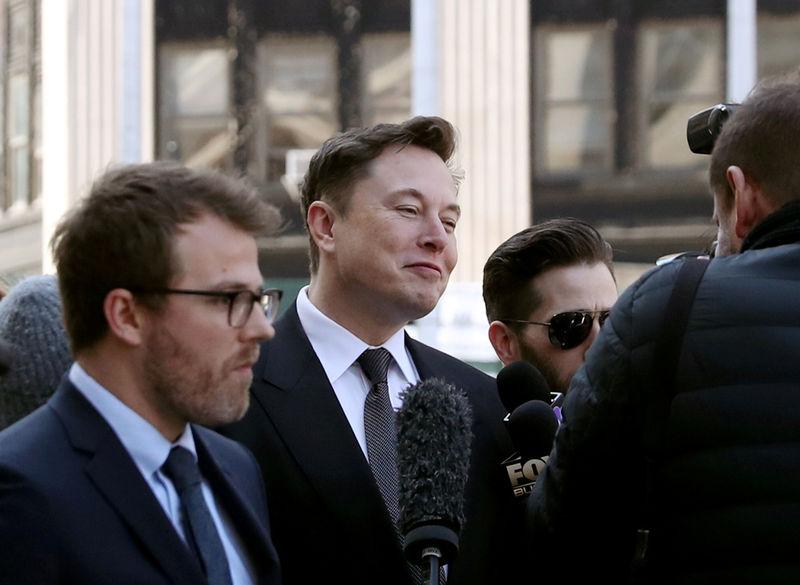 © Reuters. FILE PHOTO: Tesla CEO Elon Musk arrives at Manhattan federal court