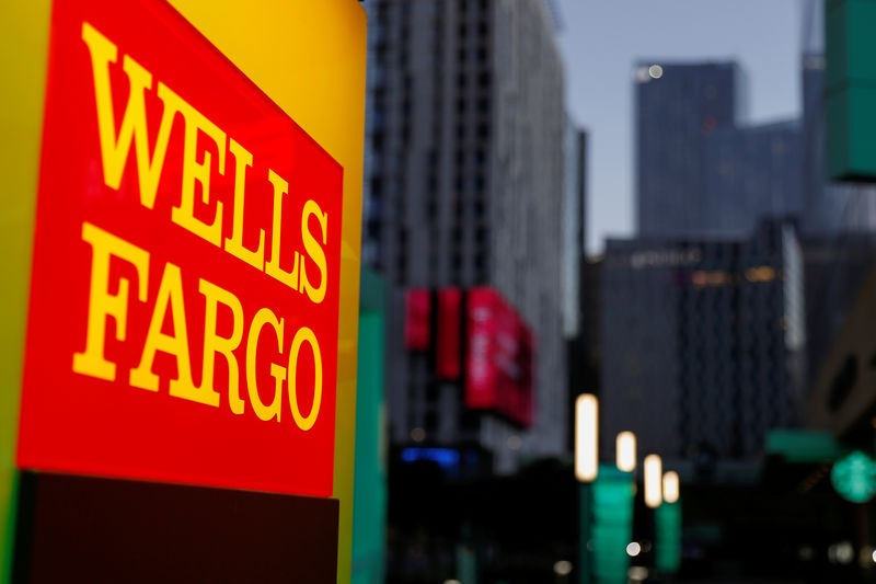© Reuters. FILE PHOTO: A Wells Fargo ATM machine in Los Angeles California