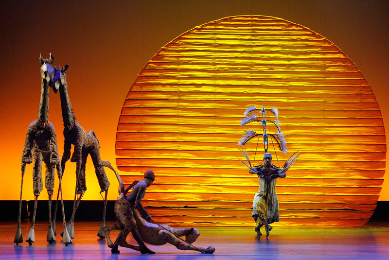 © Reuters. FILE PHOTO: The cast of The Lion King performs the opening number at the 62nd Annual Tony Awards in New York