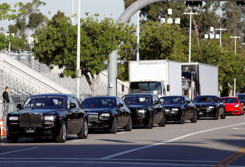 © Reuters. A motorcade arrives at Staples Center ahead of a memorial for rapper Nipsey Hussle in Los Angeles