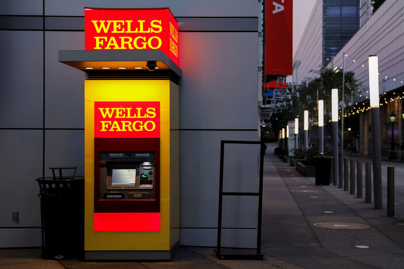 © Reuters. FILE PHOTO: A Wells Fargo ATM machine is shown in Los Angeles, California