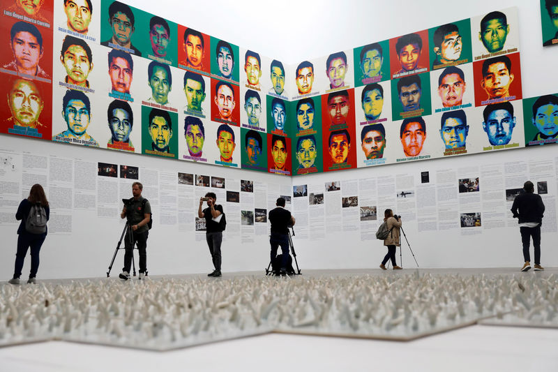 © Reuters. Journalists are seen during a press preview of the exhibition