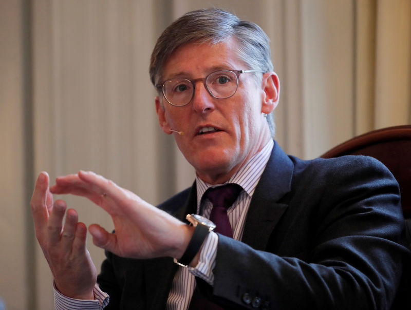 © Reuters. FILE PHOTO: Corbat, CEO of Citigroup gestures during a panel discussion at the Swiss-American Chamber of Commerce in Zurich