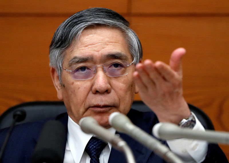 © Reuters. FILE PHOTO : Bank of Japan Governor Haruhiko Kuroda attends a news conference at the BOJ headquarters in Tokyo