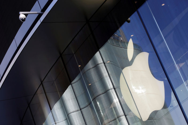 © Reuters. FILE PHOTO: Surveillance camera is seen outside an Apple store in Beijing