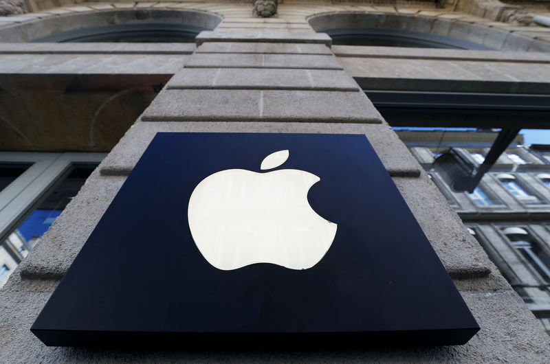 © Reuters. FILE PHOTO: The logo of Apple company is seen outside an Apple store in Bordeaux