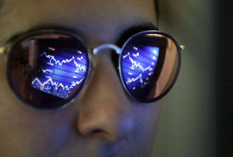 Stock ETFs, corporate bonds, junk debt enjoy another week of inflows